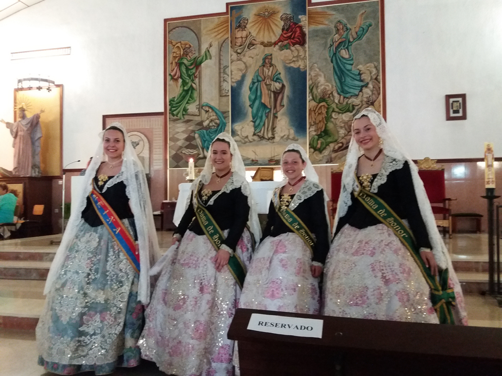 Parroquia El Altet - Las damas de honor en la iglesia