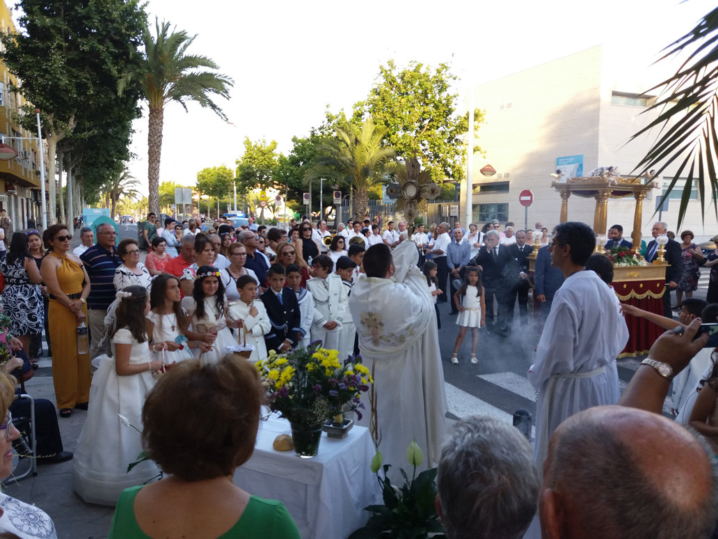 Parroquia El Altet - Momento de la procesión del Corpus Christi